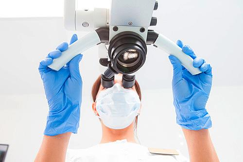 Mikroskopische Wurzelkanalbehandlung in Hildisrieden